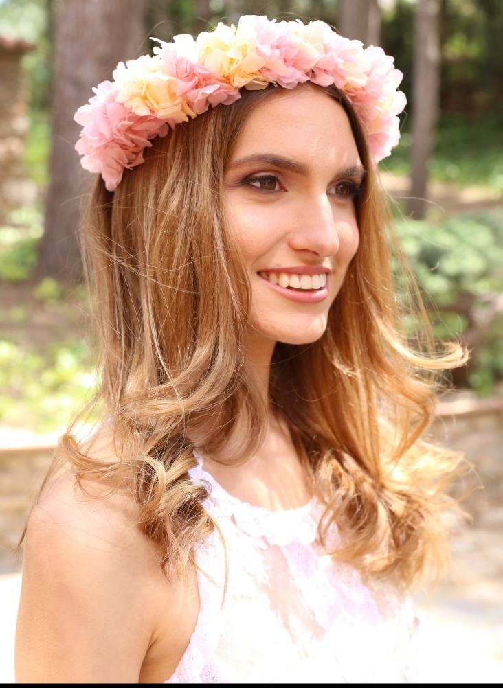 Isabella Corona con hortensia preservada en dos colores nude y rosa. Se fija con